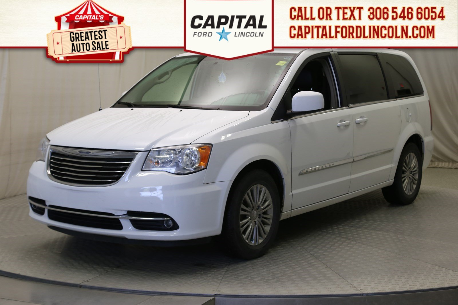 Pre-Owned 2015 Chrysler Town & Country Touring **New Arrival**